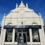 Limited2Art / An Independent Art Gallery