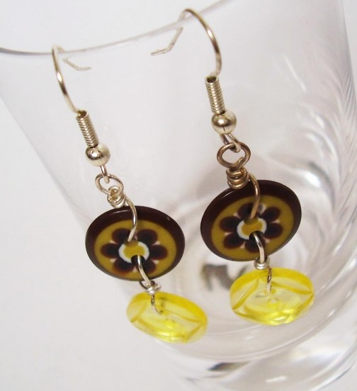 Button and wire earings