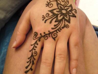 Pakistan Cricket Player Henna Flower Designs