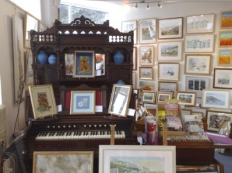 How many Galleries have a Harmonium in them?