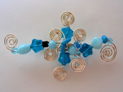 Wirework brooch